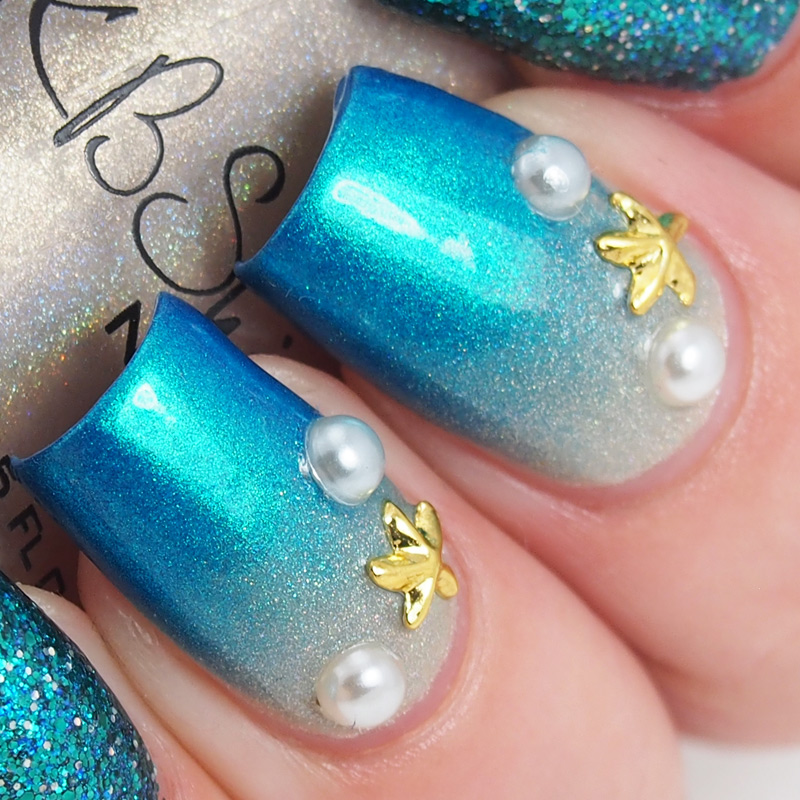 Seashore gradient accent nails featuring starfish charms
